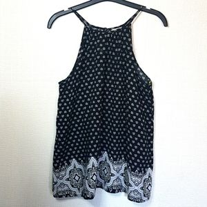 Mossimo Supply Co top Sz. M Black and white